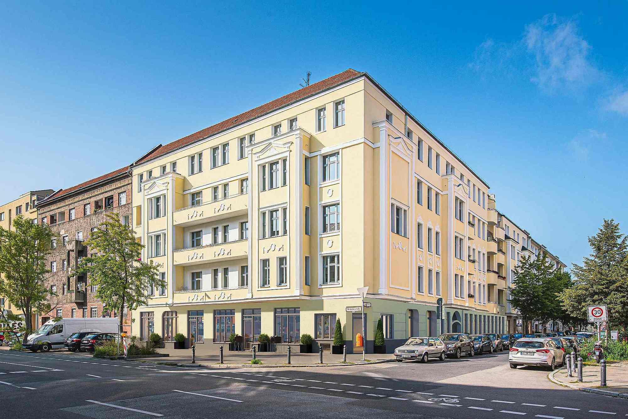 Starten Sie bereits vor der Fertigstellung der Baumaßnahmen den Immobilienverkauf! Mit einer Visualisierung welche ein Original Foto des Gebäudes mit einem Renderbild kombiniert